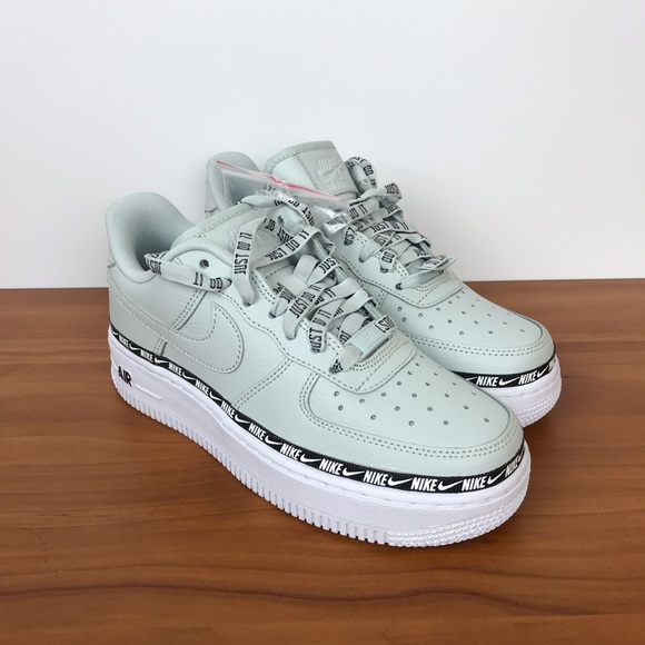 timeless design dfb89 7add2 Nike W Air Force 1  07 SE Premium